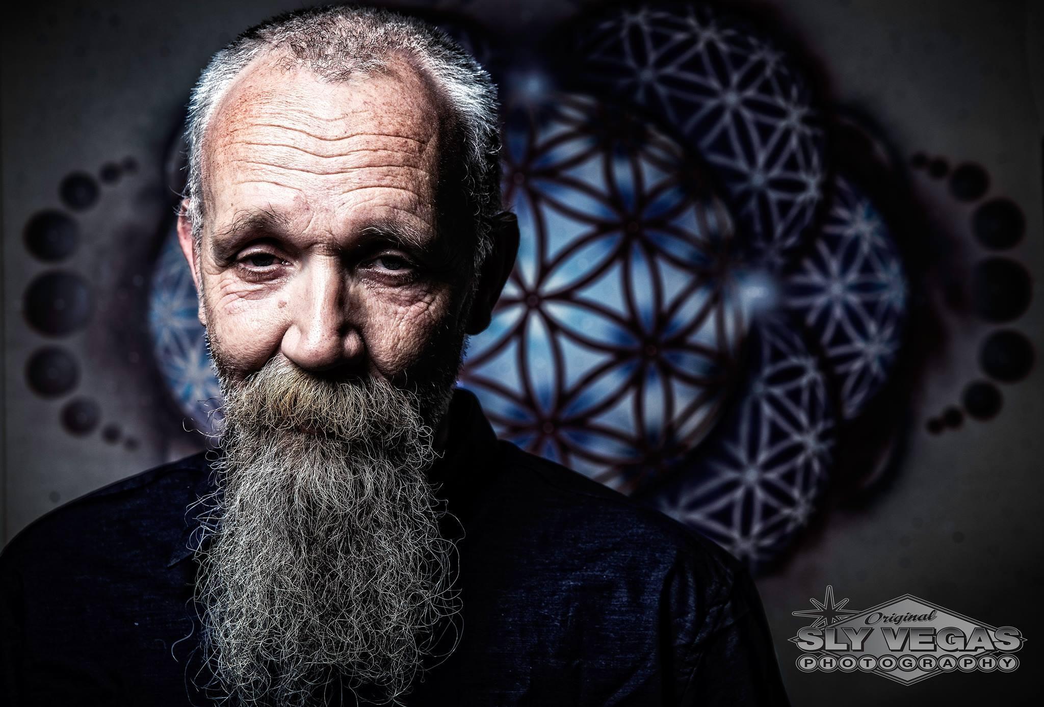 Rinus Beintema - ex-hardcore wietkweker - kweekt nu vooral wiet voor de wietolie van zijn medische social club patiënten, wat overblijft gaat naar de coffeeshops als het aan hem ligt.