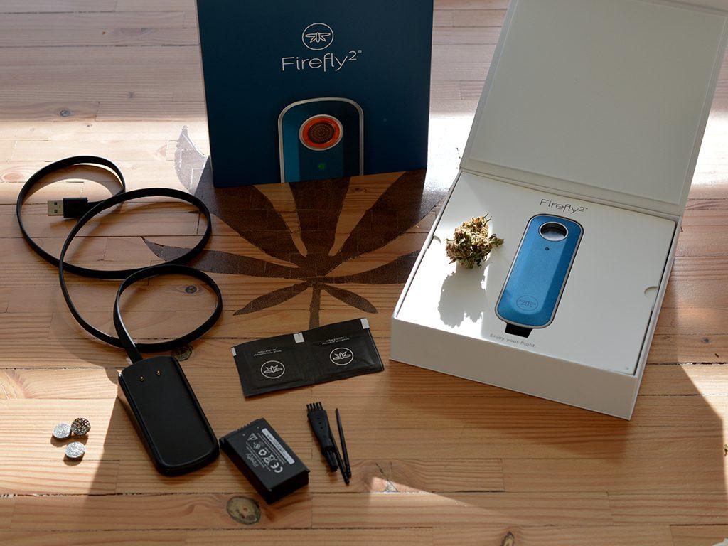 De Firefly 2 komt in een prachtige verpakking. Een luxe doos met magnetische sluiting waarin je eerder de nieuwste iPhone verwacht dan een verdamper.