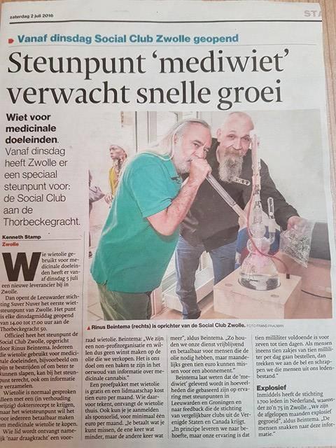 Voor de officiële opening van de club in Zwolle heeft Rinus cannabisgoeroe Wernard Bruining bereid gevonden.