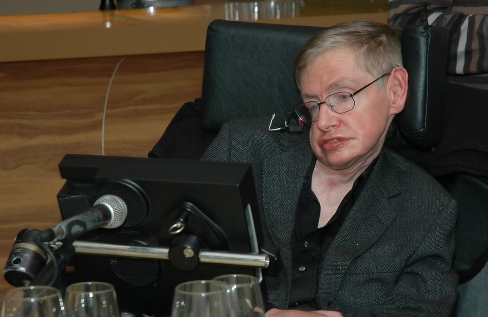 Stephen Hawking is een van de weinigen die langer dan 20 jaar met de ziekte leeft. [Foto: shutterstock/The World in HDR]