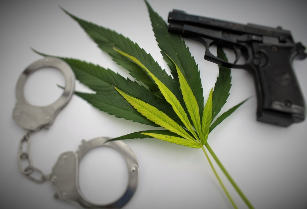 Het Zilveren Kruis voedt met deze beslissing het stigma rondom cannabis. Ook dwingen ze patiënten zich te wenden tot het criminele circuit. [Foto: shutterstock/sangriana]