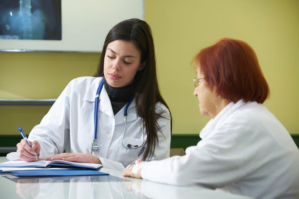Ga altijd in gesprek met je arts over medicinale cannabis. Elke arts die ervan leert is er een. [Foto: shutterstock/fotoinfot]