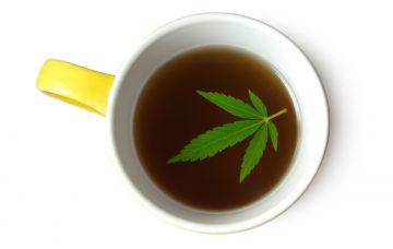 Om gebruik te maken van de therapeutische of medicinale effecten van je wiet kun je niet zomaar wat wiet in kokend water gooien. [Foto: shutterstock/Florelena]