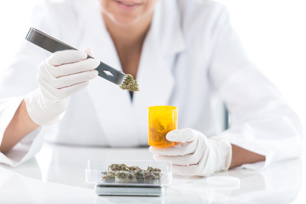 Wetenschappelijke onderzoeken en diverse artsen ondersteunen de theorie dat micro-doseren goed voor je is. [Foto: shutterstock/SuperStockShots]
