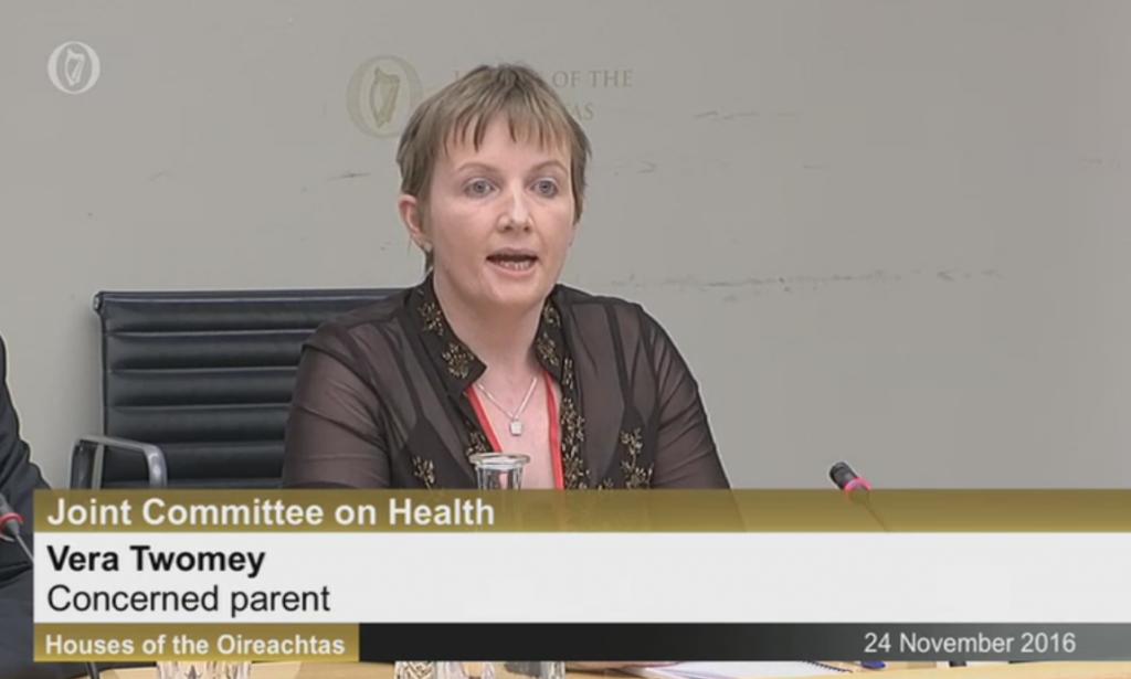 Moeder Vera Twomey overtuigde het van de geneeskracht van de plant met het verhaal van haar zieke dochter.