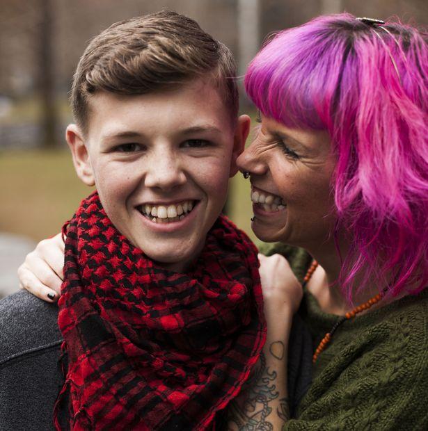 Moeder geneest haar stervende tienerzoon met cannabisolie - Mediwietsite